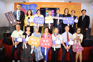 中嘉集團與台灣高齡化產業暨政策發展協會結合推出銀髮族數位生活專區合作專案,國家通訊傳播委員會主任委員詹婷怡出席簽約記者會,見證有線電視向前邁入數位服務新紀元