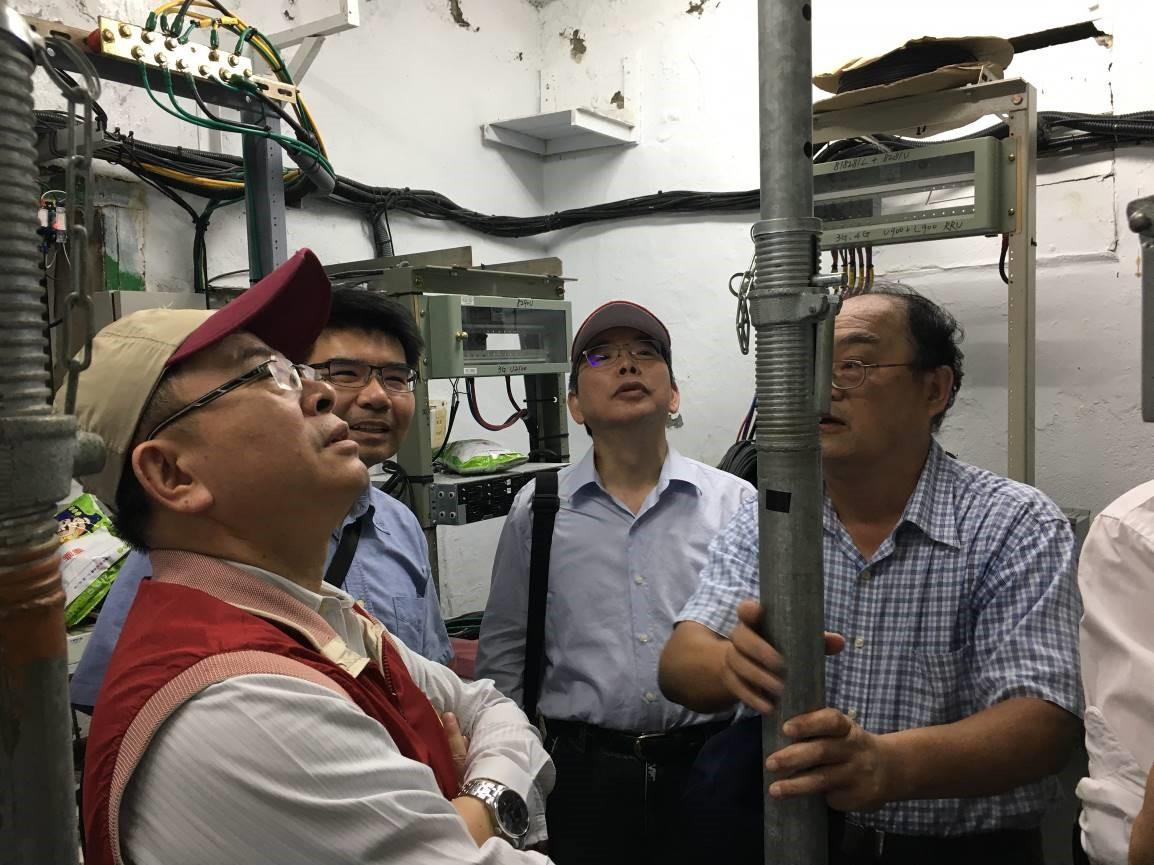 NCC視察中華電信公司行動通訊機房,左起為NCC代理主委陳耀祥、委員鄧惟中及中華電信公司執行副總林國豐