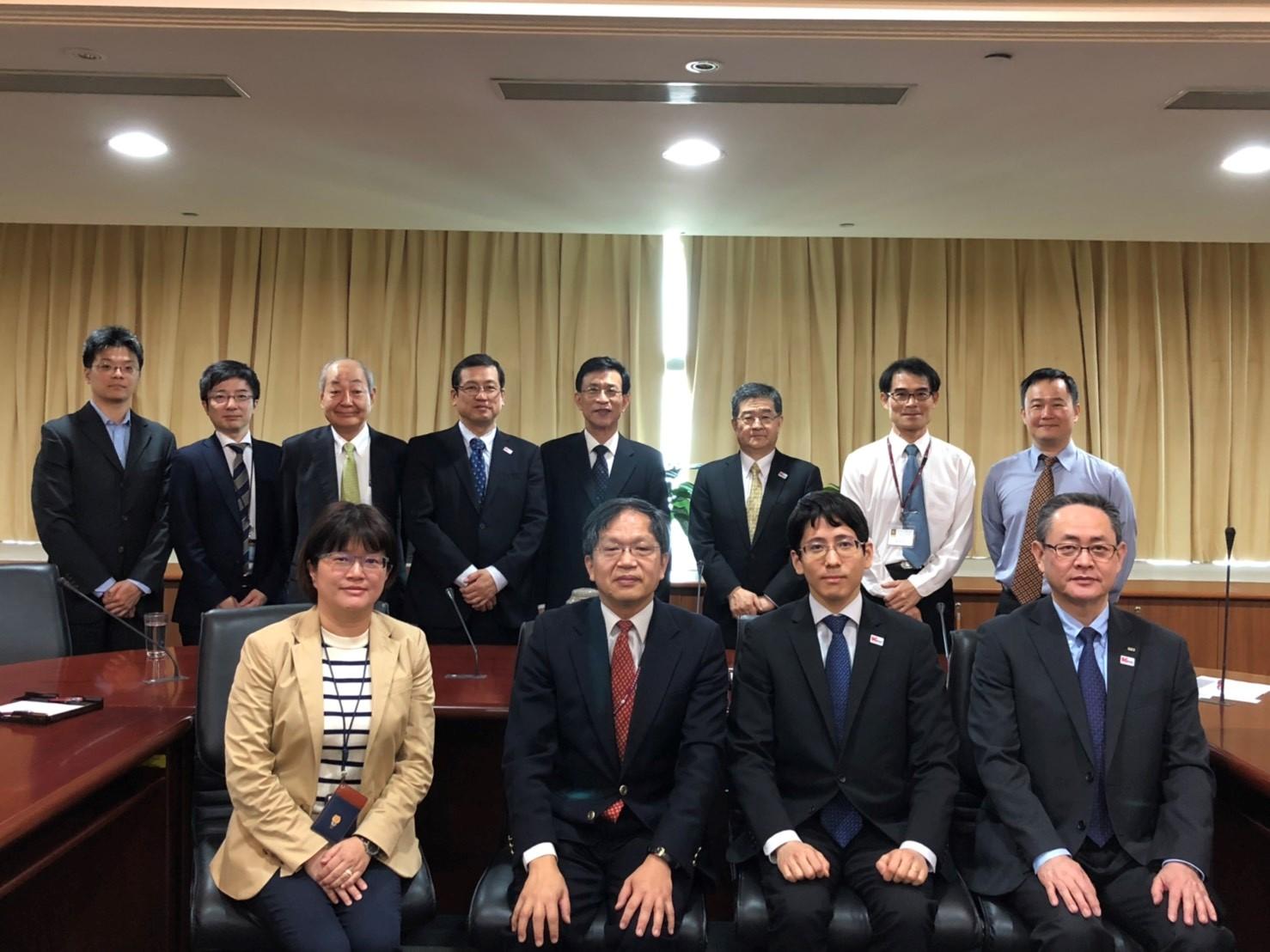 紀副處長與日本總務省訪問團合影