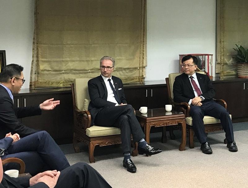 陳代理主委(右一)與在座學者熱烈討論