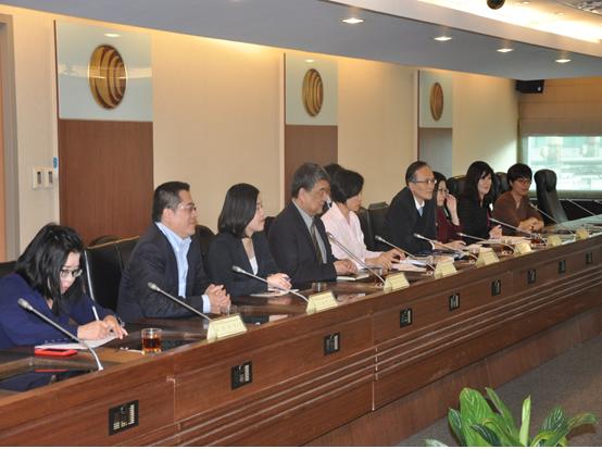 彭理事長淑芬率領中嘉、凱擘、台灣寬頻、台固等四家有線電視多系統業者代表