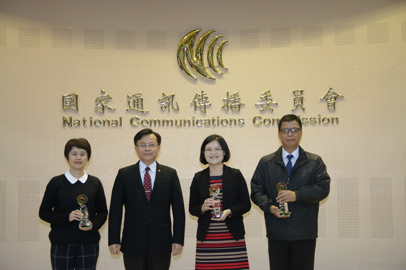 由左至右:衛生福利部林副處長千媛、陳代理主委耀祥、交通部黃司長荷婷、國防部林處長漢村