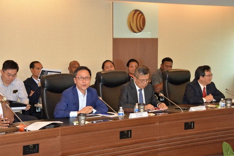圖2: 台灣大哥大郭宇泰副總經理(左)、遠傳電信饒仲華執行副總經理(中)、中華電信馬宏燦執行副總經理(右)會中交流情形