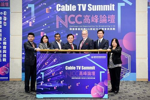 本會於108年11月28日至29日舉辦「2019高峰論壇(2019 Cable TV Summit)- 傳播事業因應5G新紀元之機會與挑戰」,邀請加拿大廣播電視及通訊委員會(CRTC)主委Mr.Ian Scott來臺擔任演講「把握變化,加拿大節目發行的未來」場次之主講人,並就有線電視產業政策及未來發展,與國內外有線電視產官學界多方討論交流。